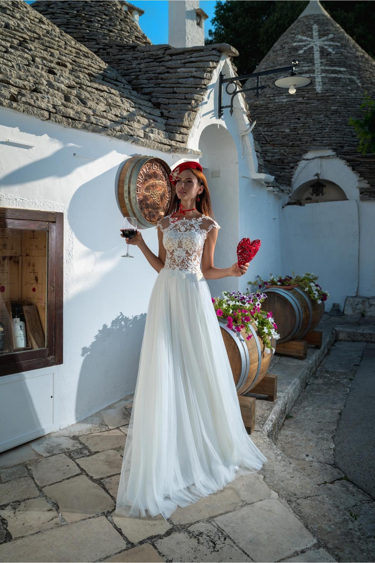 a76239d4b Tento model môžete ihneď skúšať alebo zakúpiť vo veľkosti 38 vo farbe ivory  vo Svadobnom centre EvaMária v Seredi na M. R. Štefánika 9. Svadobné šaty  ...