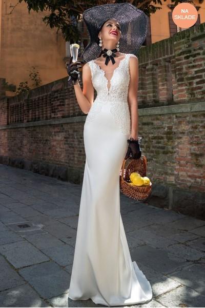 Priliehavé svadobné šaty s čipkou s odnímateľnou vlečkou.
