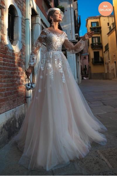 prekrásne svadobné šaty s poetickým rukávom