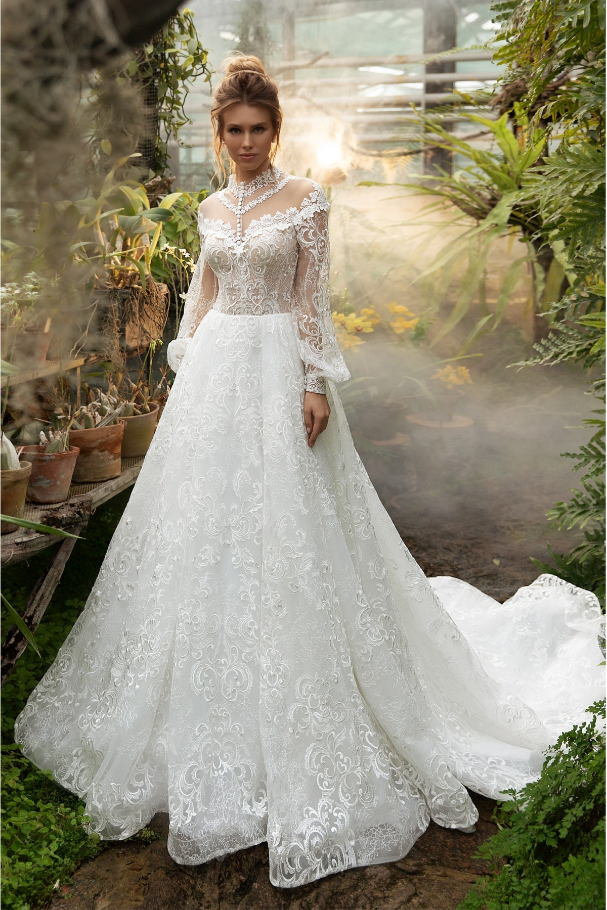 Prekrásne svadobné šaty s balónovými rukávmi.