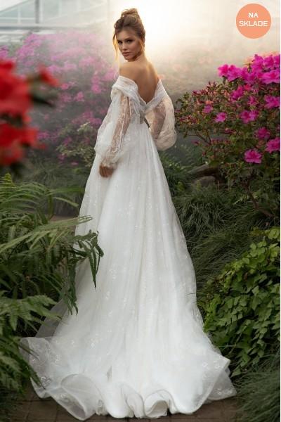 Luxusné princeznovské svadobné šaty s balónkovými rukávmi.
