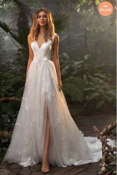 svadobné šaty s opaskom