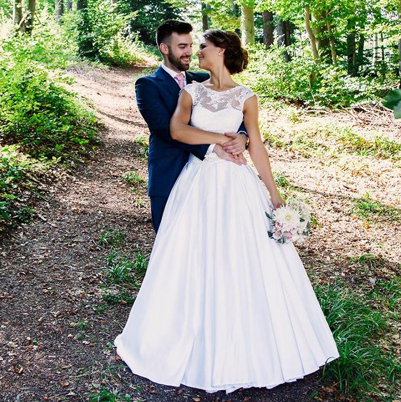 Nevesta vo svadobných šatách Alana od značky Hadassa