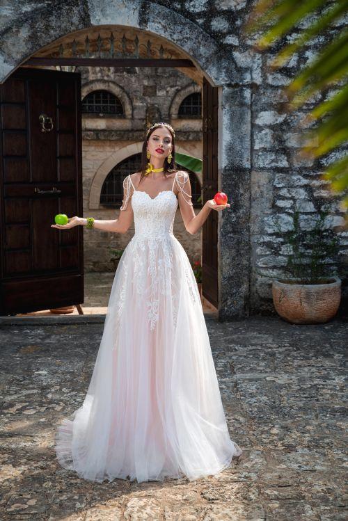Svadobné šaty s ramienkami a dlhou vlečkou 2019