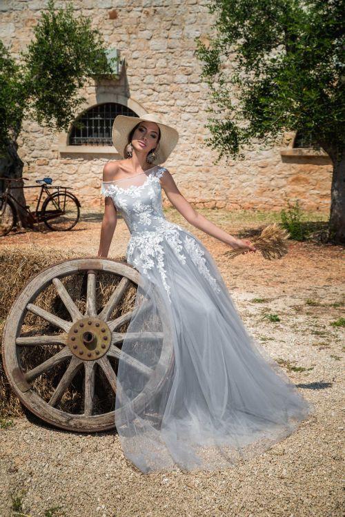 Sivé svadobné padavé ľahúnke svadobné šaty 2019