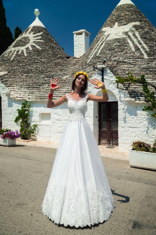 Svadobné šaty Ačkového strihu