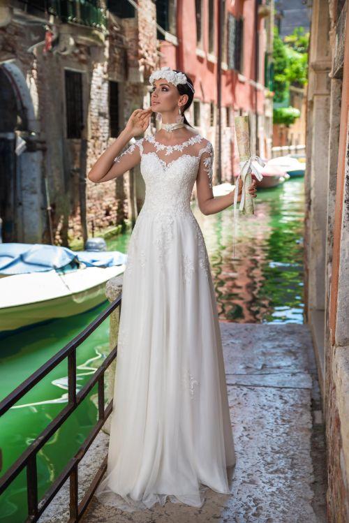 Svadobné šaty s padavou sukňou s 3/4 rukávmi