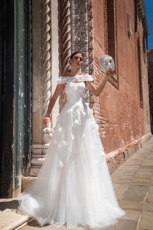 neobvyklé svadobné šaty s 3D aplikáciami 2019