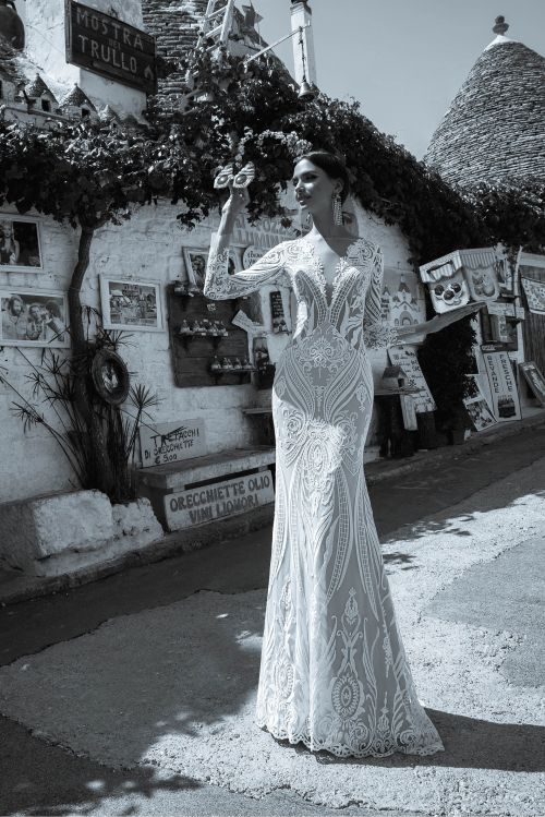 Priliehavé  kapučínové svadobné šaty s dlhými rukávmi 2019