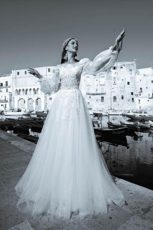 Svadobné šaty s dlhými balónovými rukávmi s veľkou tylovou sukňou 2019