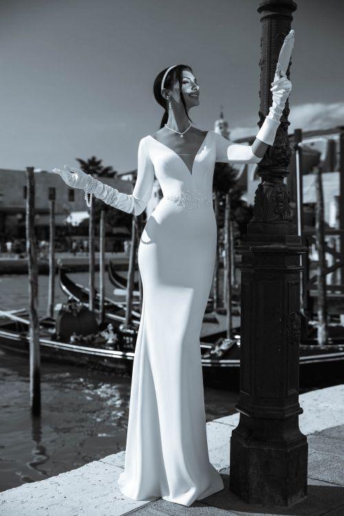 Priliehavé elegantné svadobné šay s vlečkou s 3/4 rukávmi s rúchovým výstrihom 2019