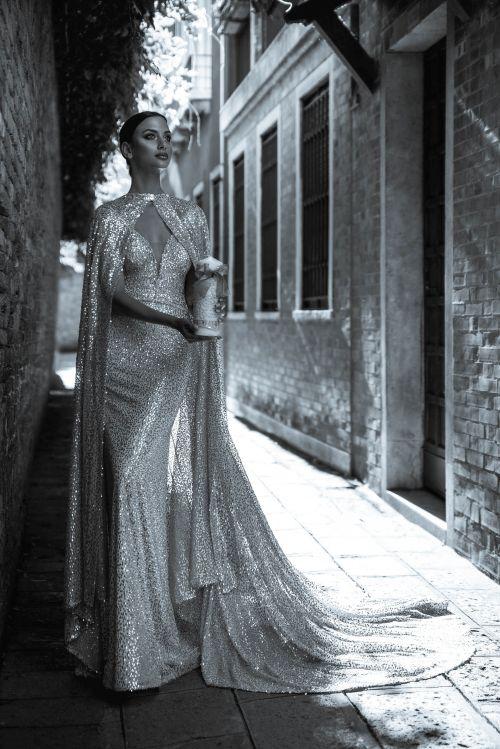 Ligotavé priliehavé svadobné šaty
