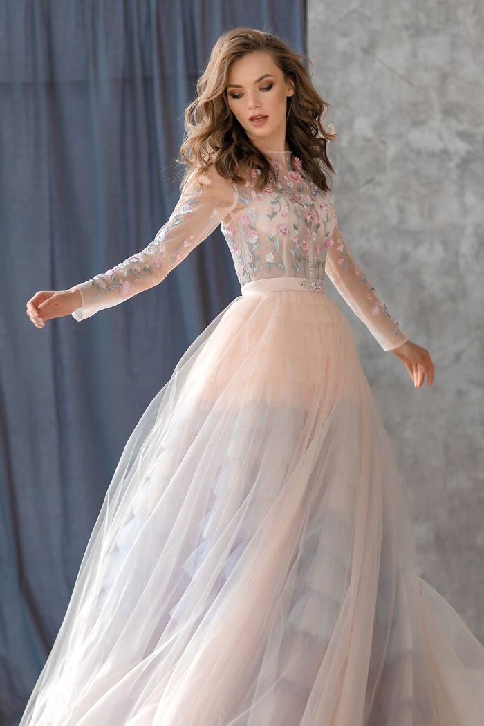 Šaty na stužkovú s nádhernou sukňou