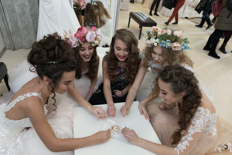 Svadobný salón s luxusnými šatami