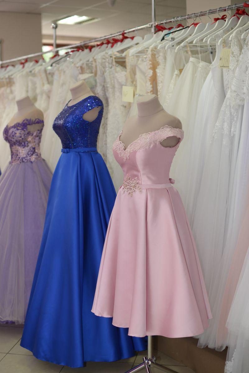 krásne šaty na stužkovú