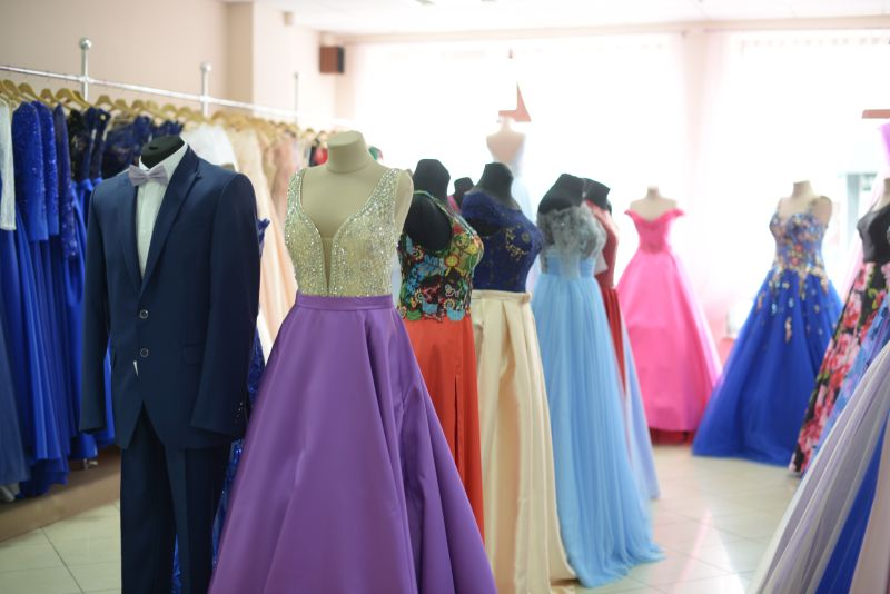 luxusné šaty na stužkovú