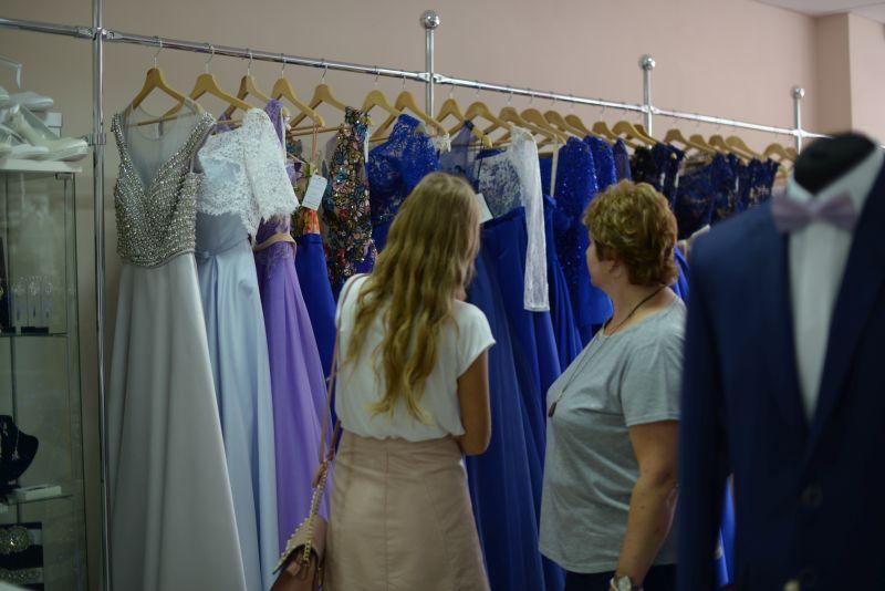 kde nájdem najkrajšie šaty na stužkovú