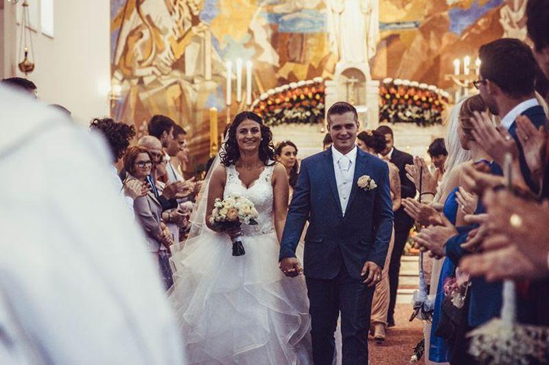 Nádherná nevesta v šatách Tamiris   zo svadobného centra EvaMária Sereď