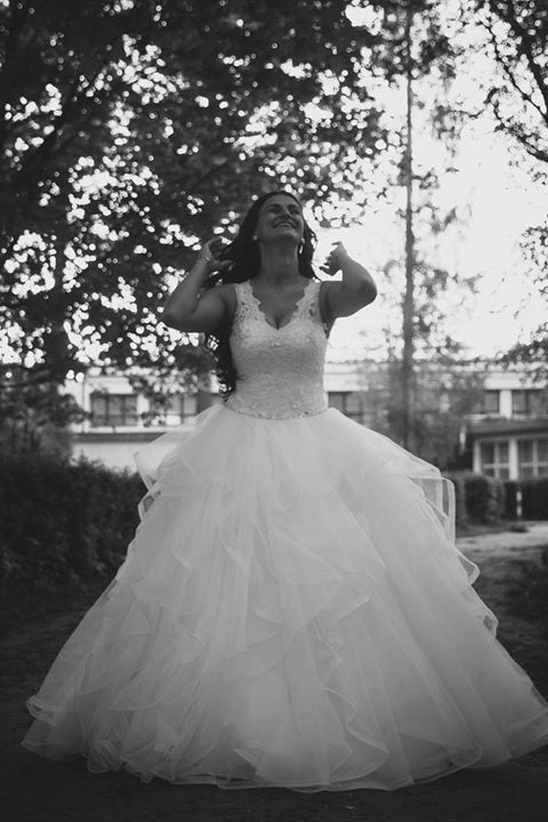 Spokojná nevesta vo svadobných šatách Tamiris zo svadobného salónu EvaMária Sereď