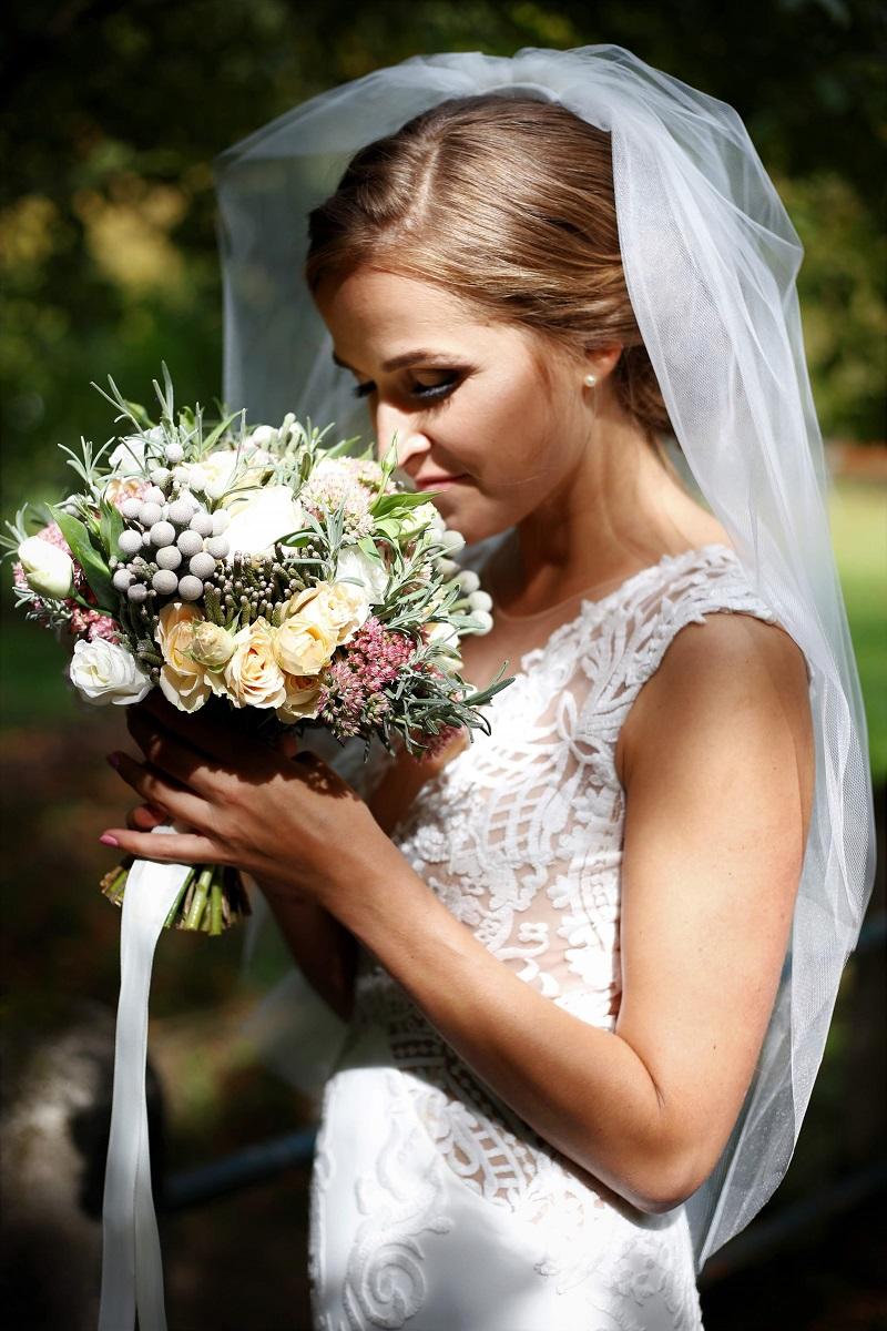 Nádherná nevesta v šatách Ide zo svadobného centra EvaMária Sereď
