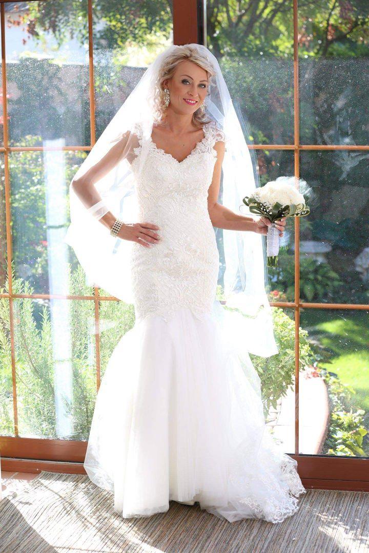 Nádherná nevesta v šatách Beverley zo svadobného centra EvaMária Sereď