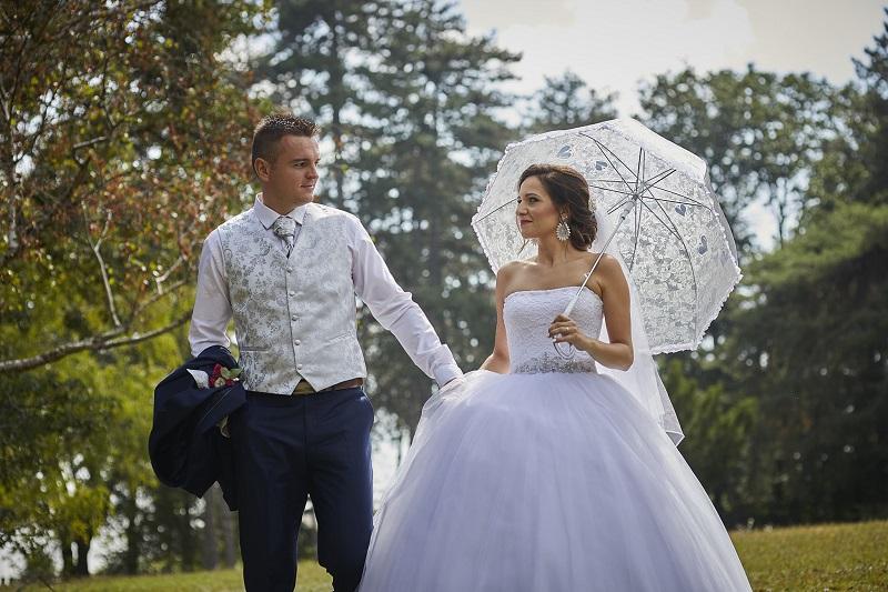 Nádherná nevesta v šatách Brigida zo svadobného centra EvaMária Sereď