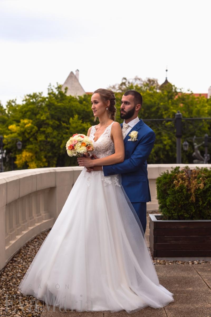 Krásna nevesta Katka v šatách na mieru zo svadobného centra EvaMária Sereď