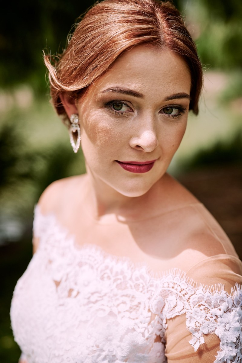 Nádherná nevesta v šatách na mieru zo svadobného centra EvaMária Sereď