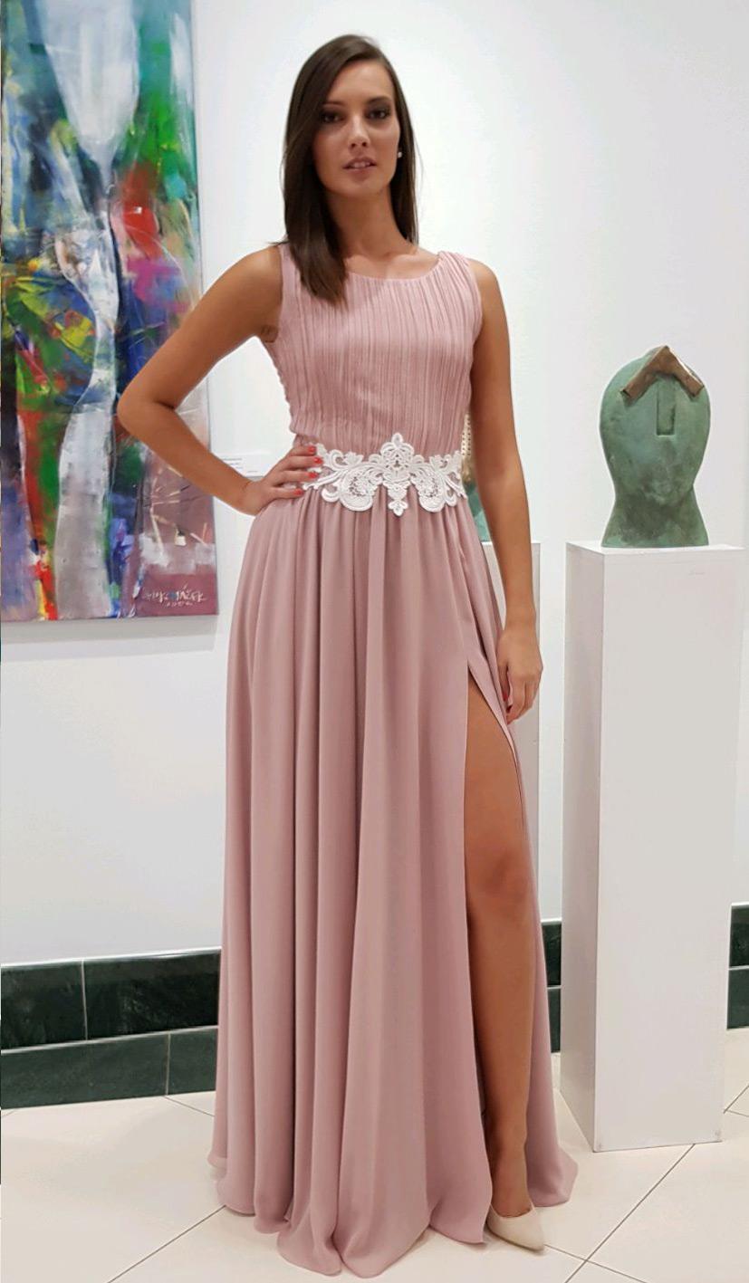 pudrové elegantné luxusné šaty s rozparkom a holým chrbtom