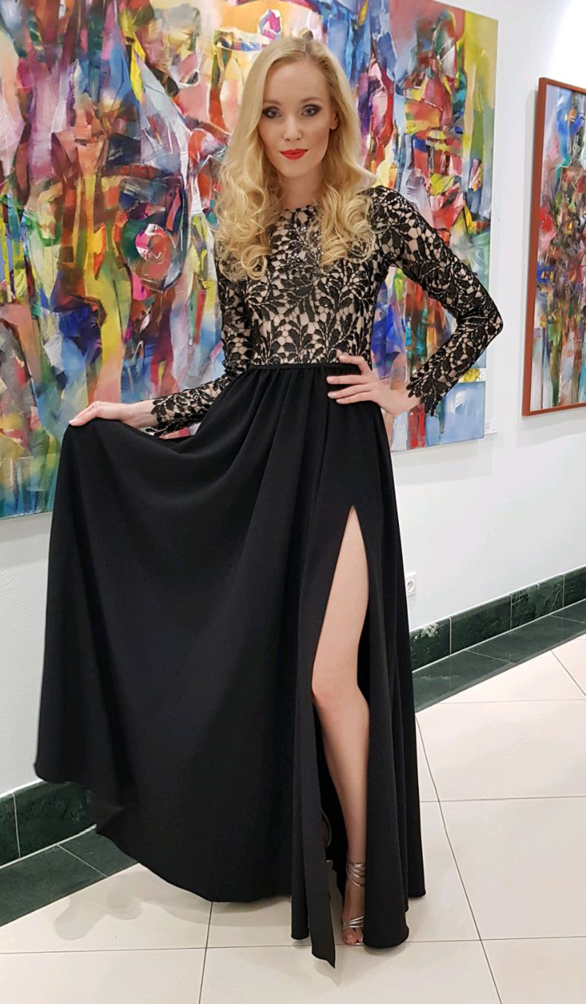 čierne plesové šaty s dlhými rukávmi a rozparkom