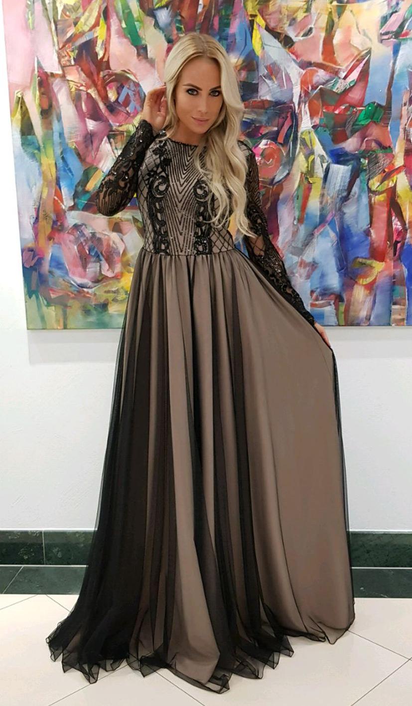 čierne šaty na ples s dlhými rukávmi s holým chrbtom