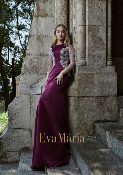 Priliehavé elegantné bordové plesové šaty zo saténu s nádhernou aplikáciou